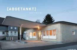 Die Tankstelle in Netphen dient der ehemaligen Tankwärtin Frau Pfeifer als nach dem Strukturwandel als Wohnraum.