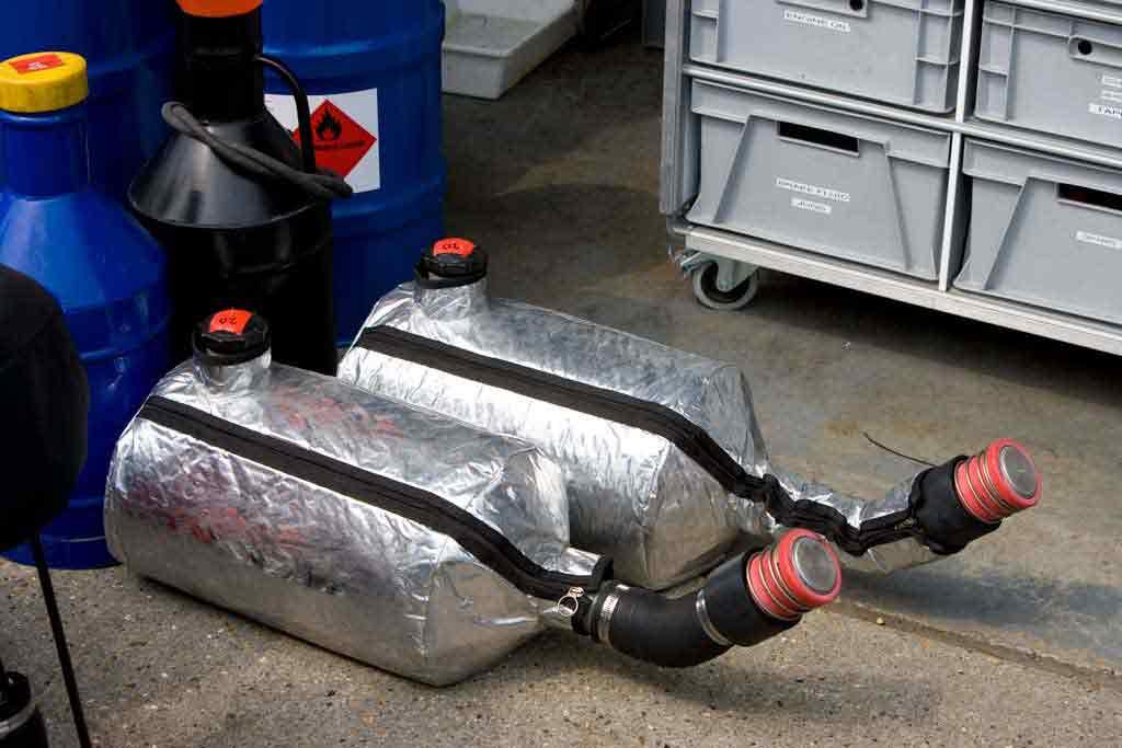 Tankbehälter zur Betankung von Rennwagen der Formel 1.