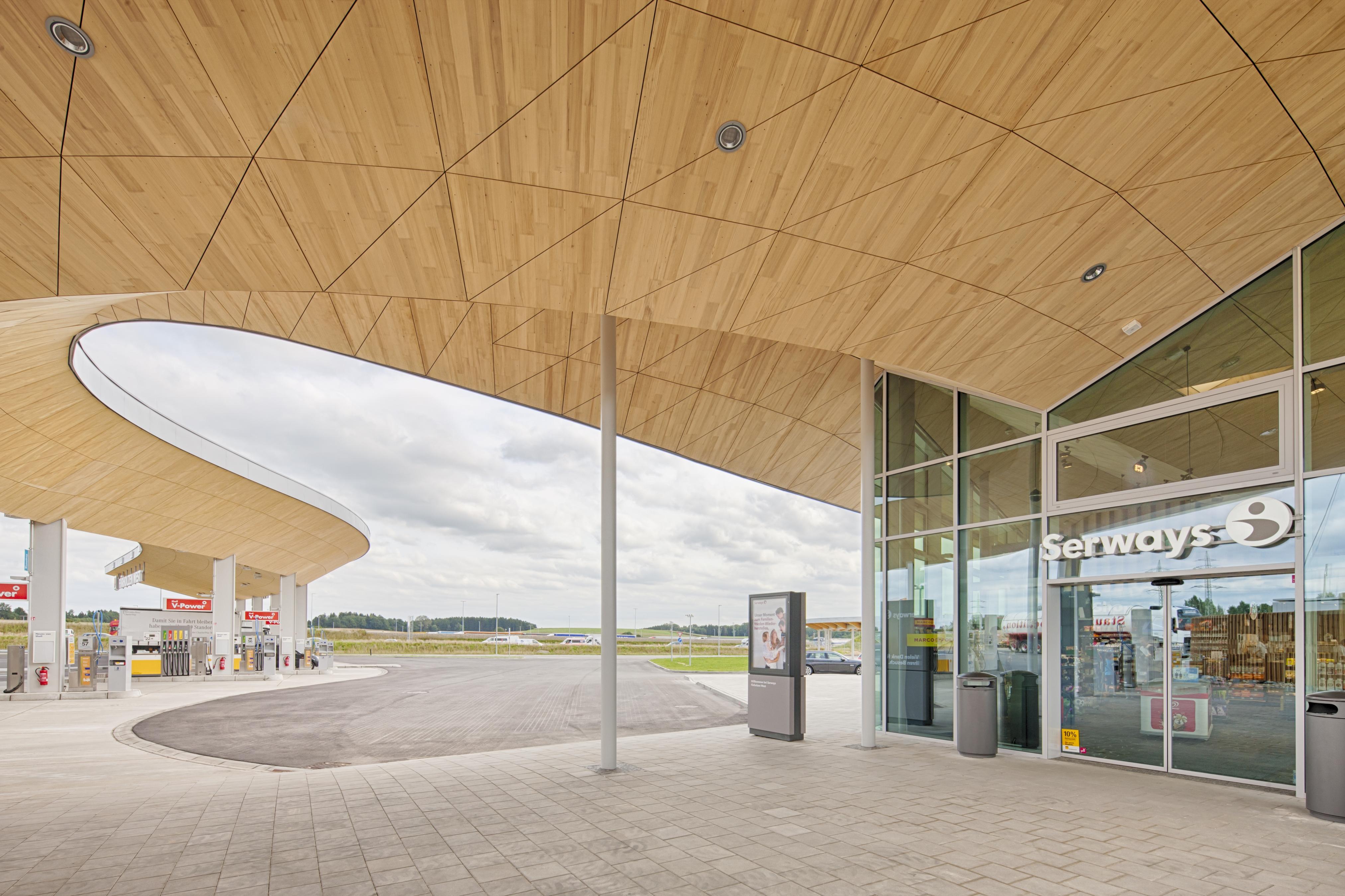 Die moderne Architektur der Fürholzener Tankstelle