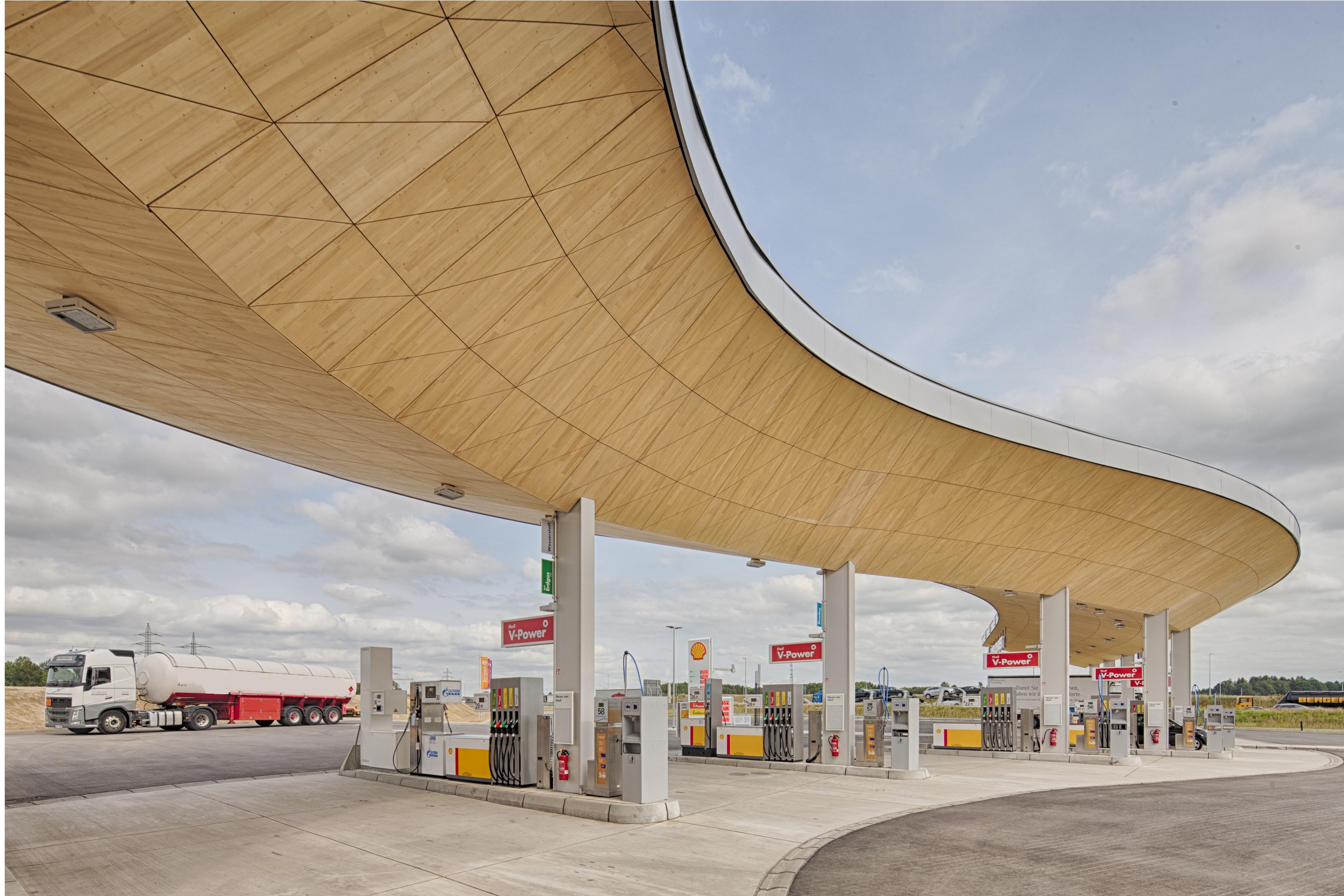 Die futuristische Architektur der Fürholzener Tankstelle