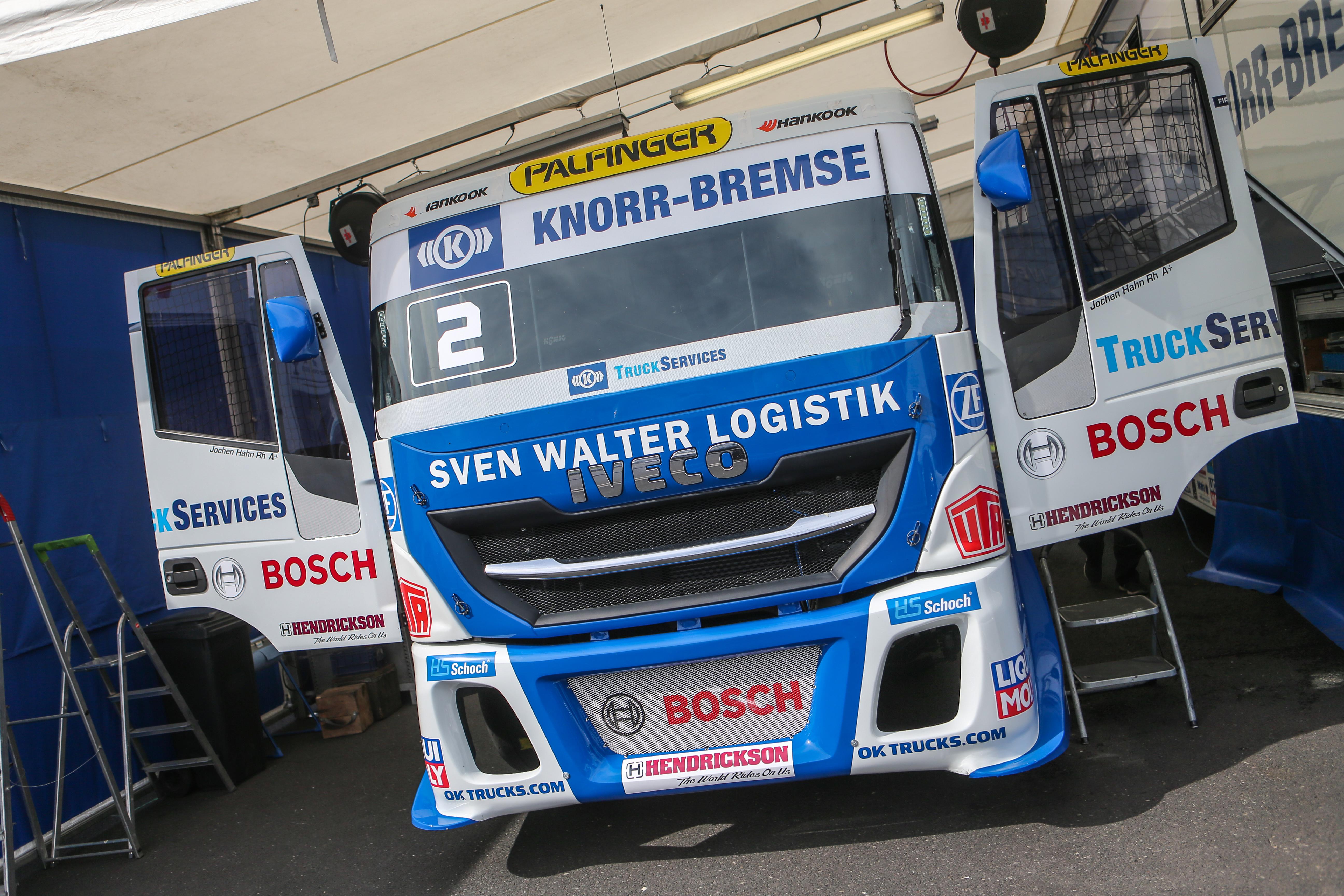 Der IVECO Racing-Truck wird für das Rennen startklar gemacht