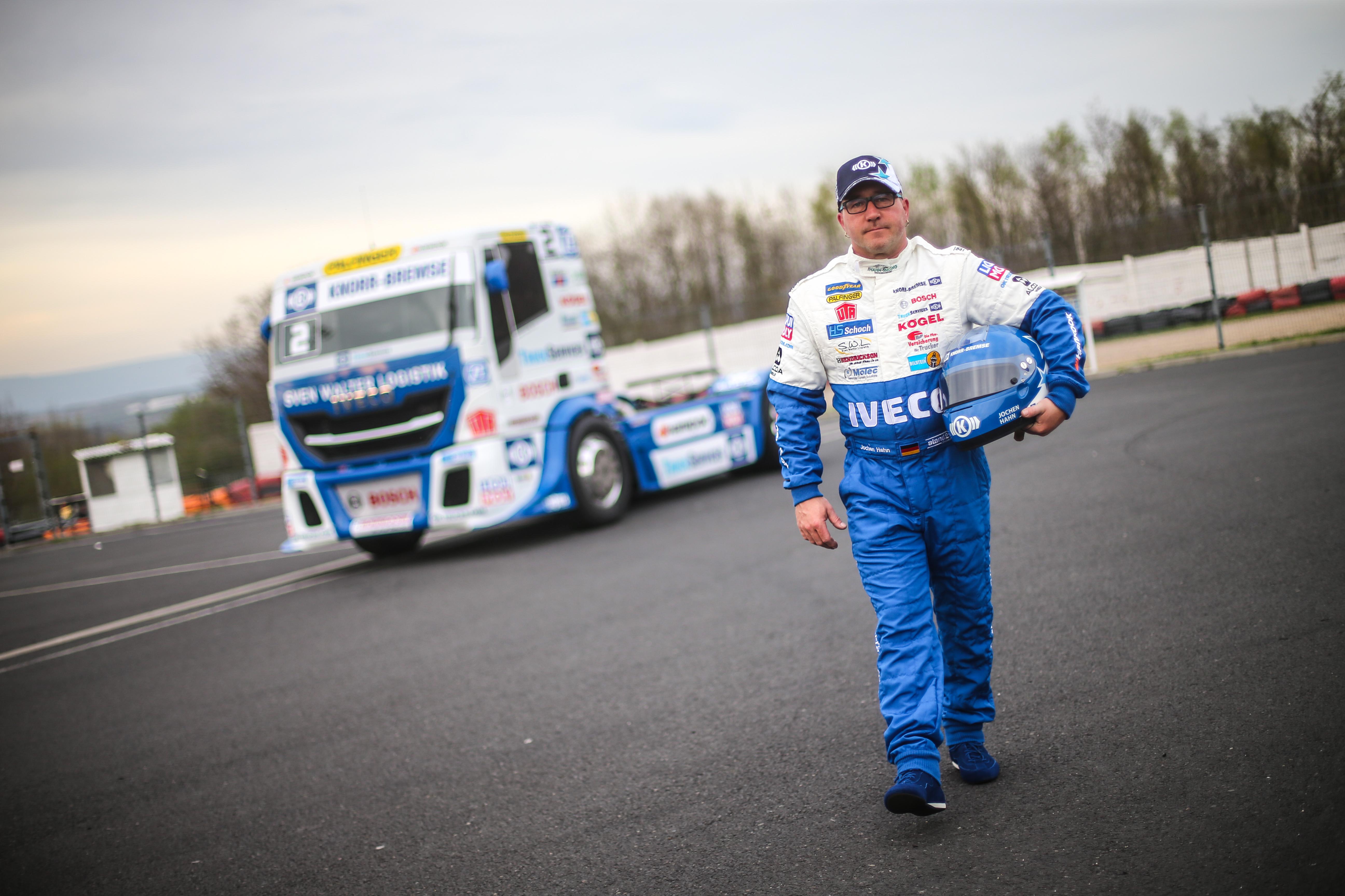 Jochen Hahn mit seinem IVECO-Truck.